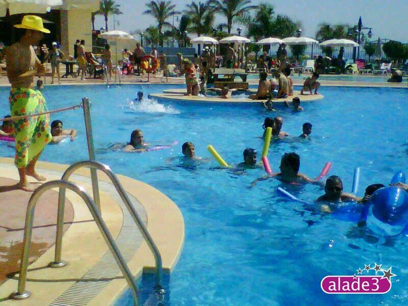 Pool parties experiencia tur sticas en la piscina del for Follando en la piscina del hotel